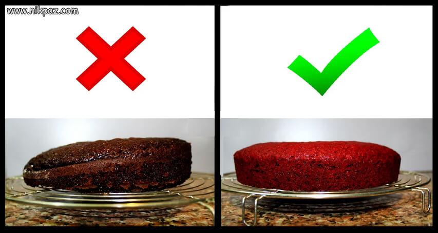 کیک که از یک طرف پف کرده و بالا آمده و از طرف دیگر نازک است