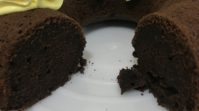 کیک نپخته و خام