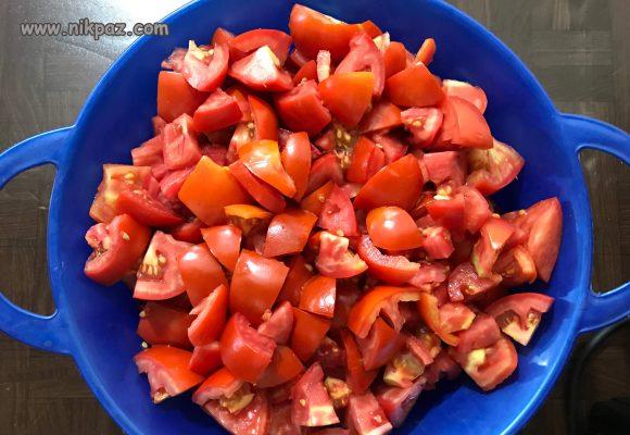 گوجه ها را خرد کنید
